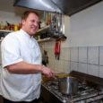 """Liidu esindajad tõdesid, et Saaremaa on Eesti gastronoomiasektorile aastate jooksul ilmselt enim nimekaid kokkasid andnud. Saaremaa kokkade liidu sügavamõttelisem eesmärk on muuta Saaremaa Eesti toidukultuuri pealinnaks. """"Kuigi igapäevaselt ollakse konkurendid, […]"""