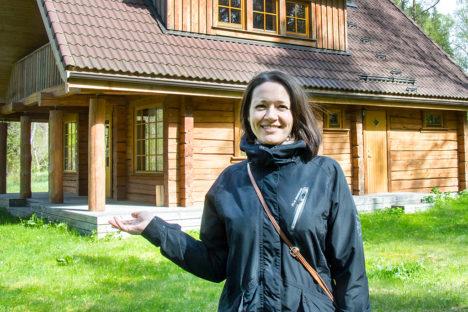 SUVILA MÄNDJALGA: Natalija Leiteni andmeil ostetakse suvilateks nii vanemaid talukomplekse kui ka uuemaid palkmaju. Foto: Irina Mägi