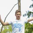 """Vabadussportlane Jaan Roose püstitas laupäeval Kaalis Eesti rekordi, mis seisnes 110 m pikkusel ja 2,5 cm laiusel lindil üle Kaali järve kõndimises. Lint ise oli 22 meetri kõrgusel. """"Üritusega jäin […]"""