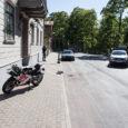 Eile kella viie ajal õhtul juhtus liiklusõnnetus Kuressaares Lossi tänaval, kus peateel sõitnud mootorrattur põrkas kokku Sõrve poolt tulnud BMW-ga. Mootorrattur paiskus üle auto kapoti ja viidi jalavigastusega haiglasse. Esialgsetel […]