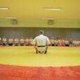 """Projekti """"Et suvi ei läheks luhta"""" raames õpivad ka Saaremaa poisid ja tüdrukud sel suvel treener Raivo Paasma käe all karated, treeningud toimuvad kaks korda nädalas Kuressaare spordikeskuses. Fotod ja […]"""