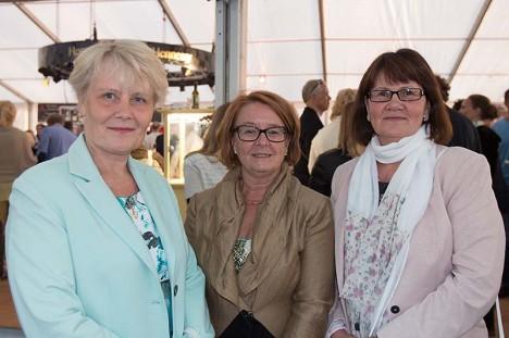 OOPERIS: Lea Kruusmägi, Kaire Ristmetsa ja Annika Sarneti meelest oli etendus suurepärane. Foto: Johanna Kuusk
