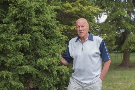 SPORTLIK HÄRRASMEES: 75-aastane Olev Väin teeb jätkuvalt treeneritööd ja harrastab tervisesporti. Meremehena on ta külastanud enam kui 50 riiki. Foto: Aare Laine
