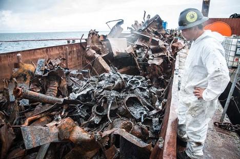 HALB ÜLLATUS: Kaido Peremees seisab masuudise metallihunniku kõrval, millist oodata ei osanud.  Foto: Raul Vinni