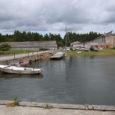 """Vilsandil Vikati sadamas avati eile juba 1993. aastast korraldatavad Vilsandi päevad, millel seekord osalisi paarisaja inimese ringis. Saarevanema Neeme Ranna sõnul oli eile paadimeestel käed-jalad tööd täis. """"Mitmed suuremad ja […]"""