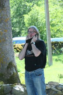 HALLOO-HALLOO: Villu Veskil on korraga käsil kaks telefonikõnet – festival tahab korraldamist! Foto: Irina Mägi