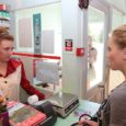 """Tänavu augustis Saaremaa eri paigus üles võetud uus krimiseriaal """"Varjudemaa"""", milles lööb kaasa hulgaliselt saarlasi, lasi välja tutvustava treileri. TV3-s näeb uut seriaali alates 2. oktoobrist kell 21.30. Seriaali iga […]"""