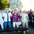 Eesti taasiseseisvumise aastapäeva puhul toimus Kuressaare lossihoovis juba neljandat aastat Vaba Rahva Laul. Fotod: Irina Mägi