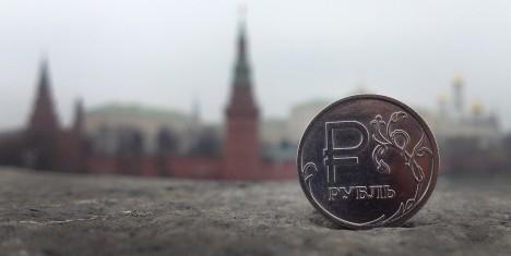 RASKED VALIKUD: Vene võimud seisavad järgmise aasta riigieelarve koostamisel raske dilemma ees. Kui eelarve kulupoolt märkimisväärselt ei kärbita, võib riik juba mõne aasta pärast sisuliselt pankrotis olla. Omakorda kulude kärpimine võib aga tekitada elanikkonnas rahulolematust ja väljaastumisi kehtiva poliitilise režiimi vastu.  FORBES.COM
