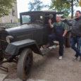 Eelmise nädala lõpus käivitas Saaremaa muuseumi töökoja juhataja Kalle Siiner aastakümneid Vikil Mihkli talumuuseumis varju all seisnud veoauto GAZ-MM mootori.  Vanuri remonti alustas ta sel aastal autole uue (vana […]