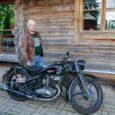 Kirikukülas Kärla külje all oma talus on Matti Rahnik auväärses eas vana hea Iž-i aida räästa alla päikese kätte nagu väljanäitusele sättinud. Selle uunikumiga on omal ajal Eesti meistrivõistlustelt ringrajasõidus […]