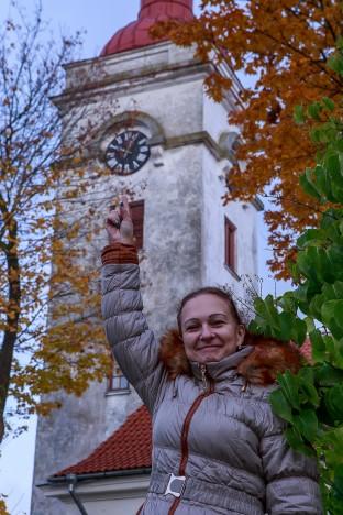 TALVEAEG: Helen Rüütel ütleb, et sügisene kellakeeramine teeb tuju isegi heaks, sest hommikul saab tund aega hiljem tõusta. Hoopis raskem on nende perele kevadine kellakeeramine, sest siis on pere pisemate äratamisega mõnda aega ikka päris tõsised raskused. TAMBET ALLIK