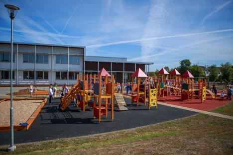UUS JA HARJUMATU: Lasteaia direktori Helin Vinteri sõnul näitasid õnnetused, et uute mänguväljakute turvalist kasutamist tuleb õppida.  TAMBET ALLIK