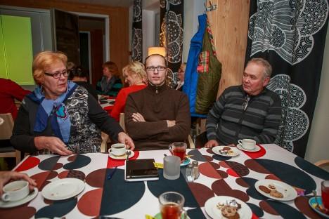KÜLAVANEMAD KOOS: Varpe külavanem Maire Murekas, Viidu külavanem Janno Tuulik ja Laheküla külavanem Urmas Kiier. TAMBET ALLIK