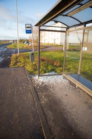 Kudjapel rüüstati bussiootepaviljoni. RAUL VINNI