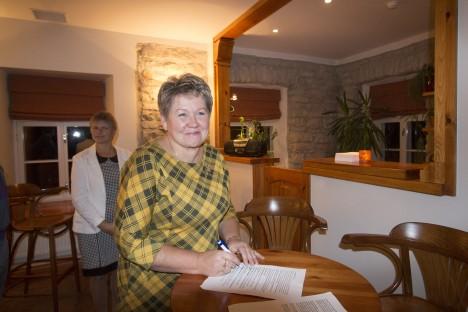 TERE TULEMAST: Leisi valla kultuurijuht Aina Tomson on taidlejatepere vastuvõtmiseks valmis. AARE LAINE