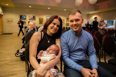 VÄIKE KURESSAARLANE: Helen Vatsfeldti ja Rauno Sooäre tütar Batricia sündis isadepäeval. RAUL VINNI