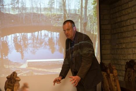 VETEVAIMU OOTEL: Alver Sagur plaanib keskuse keldrikorrusele rajada Kaali järve põhja kujutava ruumi, kus külastajad võtab kõigepealt vastu Kaali vetevaim. SANDER ILVEST