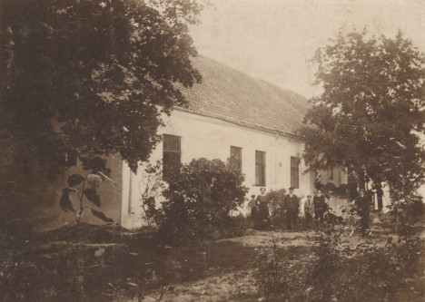 SAJANDI ALGUL: Pilguse mõisa härrastemaja 1915. aasta paiku. SAAREMAA MUUSEUM