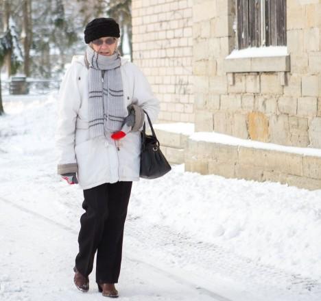 RITUAAL: Jalutuskäik, mis viib mööda ka vanast polikliinikuhoonest, on doktor Paasma jaoks igapäevane. RAUL VINNI