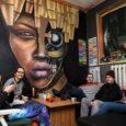 """Ajamaja galeriis avaneb homsest fantaasiarikas ülevaade mitme Saaremaa noore kunstniku tegemistest ja töödest. Viis noort Saaremaa kunstnikku avavad homme kell 17 Kuressaares Ajamaja galeriis ühisnäituse """"Kontrast"""". Oma töödega tulevad välja […]"""