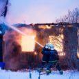 """Kolmapäeval kell 15.40 teatati häirekeskusele, et Lääne-Saare vallas Mõnnuste külas põles ühekordne puidust elumaja. """"Päästjad nägid kohale jõudes, et elumaja mõõtmetega 27x 9 meetrit, põles lausleegiga, katus ja vahelaed olid […]"""