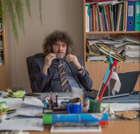 KOLM ON VÕIMALIK: Teatavate ümberkorraldustega on Saaremaa ühisgümnaasiumi direktori Viljar Aro sõnul ühel aastal võimalik avada ka kolm klassi. RAUL VINNI