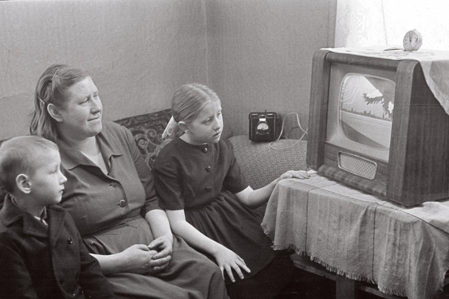 Orissaares valminud televisiooni ülekandejaam võimaldas saarlastel täpselt viiskümmend aastat tagasi alustada regulaarselt telesaadete vaatamist. Poole aastaga osteti Saaremaa kauplustest ligi 500 uut televiisorit.  Veebruari alguses aastal 1966 kirjutas rajoonileht […]