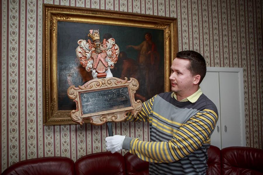 Selle aasta alguses jõudis Saaremaa muuseumi tagasi järjekordne vapp, mis oli Tallinnas Kanuti ennistuskojas restaureerimisel-konserveerimisel. Muuseumi peavarahoidja Priit Kivi sõnul on tegu 1651. aastal valminud vapp-epitaafiga, mis kuulus perekond Buxhoevedenile. […]