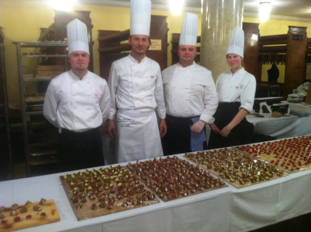 1800 suupistega on andmasoma panust vabariigi aastapäeva vastuvõtu toidulauale ka KuKuu restorani peakokk Toomas Leedu ühes oma meeskonnaga. Olgugi et suupistete arv on suur, moodustavad need siiski vaid veidi enam […]