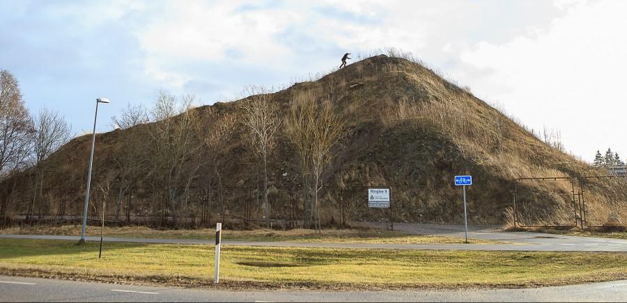 Kuressaare linnavalitsus lubab Ringtee 9 krundile aastate jooksul veetud täitepinnasest tekkinud kunstmäe järgneva kahe aasta jooksul maatasa teha. Keskkonnainspektsioon juhtis mullu septembris linnavalitsuse tähelepanu asjaolule, et Kuressaare Linnamajanduse kasutuses oleval […]