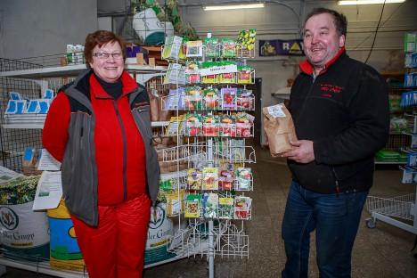 Agronoom-müüja Sirje Avingu ja ettevõtte omanik Aadu Grepp on valmis aiapidajaid kevadel eksootikaga rõõmustama. TAMBET ALLIK