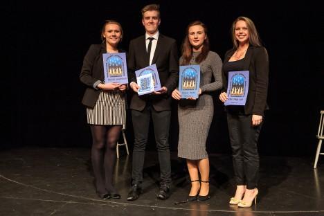 VÕIDUKAD: Meeri Martinson, Gert Tammel, Teele Tilts ja Kristina Liiv auga välja teenitud diplomiga. TAMBET ALLIK