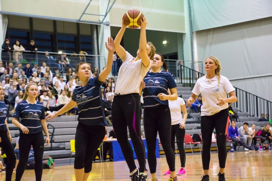 SÜG-i tüdrukud jäid seekord KG omadele alla 20:7. SÜG-i poistel jällegi õnnestus KG tiimi võita 75:66. Fotod ja video: Irina Mägi