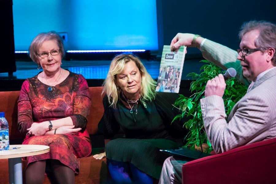 """Alma Saarepera, Laine Rosenkampf-Jägerfreund ja Mare Peterson kohtusidKuressaares seriaali Õnne 13 fännidega. Laupäeval tulid Kuressaare kultuurikeskusesse kodumaise seriaali Õnne 13 fännid ja sõbrad, et kohvik-klubiõhtul """"Rahva lemmikud"""" kohtuda seriaali kolme […]"""