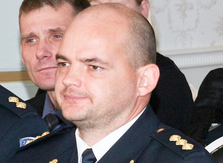 Eelmisel reedel teatati Kuressaare politseile, et mustlased pakuvad Maxima kaupluse juures kaupa, olles seejuures pealetükkivad. Kohapeal selgus, et 1991. aastal sündinud Rumeenia kodanik asetas kodaniku autosse karbi kööginõude ja -tarvikutega, […]