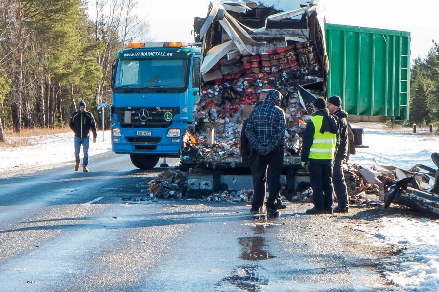 Laupäeval varahommikul Saaremaa piimatööstuse juustukoormaga Muhus põlema süttinud kaubaauto oli kindlustatud, mis annab lootust, et kohalikud piimatootjaid siiski ei pea niigi pingul püksirihma rohkem auke juurde tegema. Põlema süttinud transpordivahendi […]