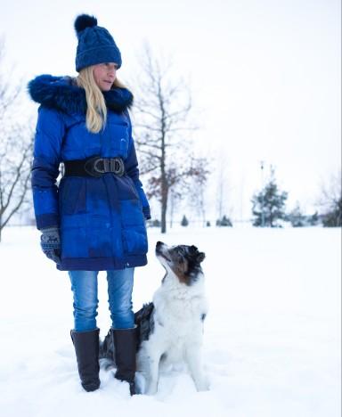 EDUKAIM KOERAJUHT: Annika Maripuu võistles mullu nelja koeraga. Fotol koos oma kõige edukama ehk Kätuga. RAUL VINNI