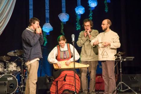 KÜI: Juubelil astus üles ka Anseküla kandi ansambel Küi. Vasakult Oliver Parrest, Mari Lepik, Margus Lepik ja Marek Tarkin. IRINA MÄGI