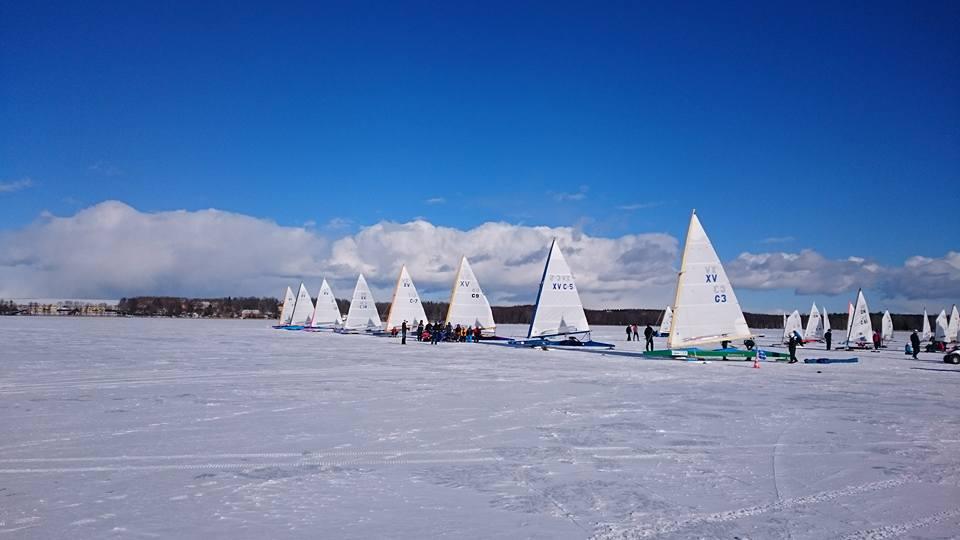 Nädalavahetusel toimusid Saadjärvel Eesti meistrivõistlused jääpurjetamises klassis Monotüüp-XV. Keerulistes tingimustes sõideti kokku kuus võidusõitu. Saadjärve ilm pakkus esimesel päeval kõigile osalejatele ja korraldajatele korralikku närvipinget, olles ühel hetkel ilus tuuletu […]