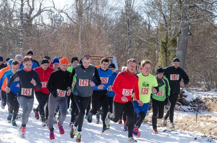 Pööripäevajooksude 35. hooaja avajooksul tuli jooksjatel rinda pista koos kevadega saabunud lume ja poriga. Pikemal distantsil võidutses ainsana Loode tammikus 5 km ajaga alla 17 minuti läbinud Ando Õitspuu. Lühemal […]