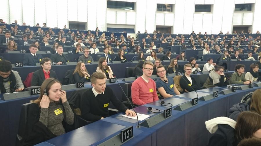 Edukalt Euroscola videokonkursil osalenud Kuressaare gümnaasiumi õpilastel avanes märtsi algul võimalus külastada Euroopa Parlamenti ja kohtuda seal teiste EL-i liikmesriikide noortega, et üheskoos arutada päevakajalisi teemasid. Prantsusmaal Strasbourg'is Louise Weissi […]