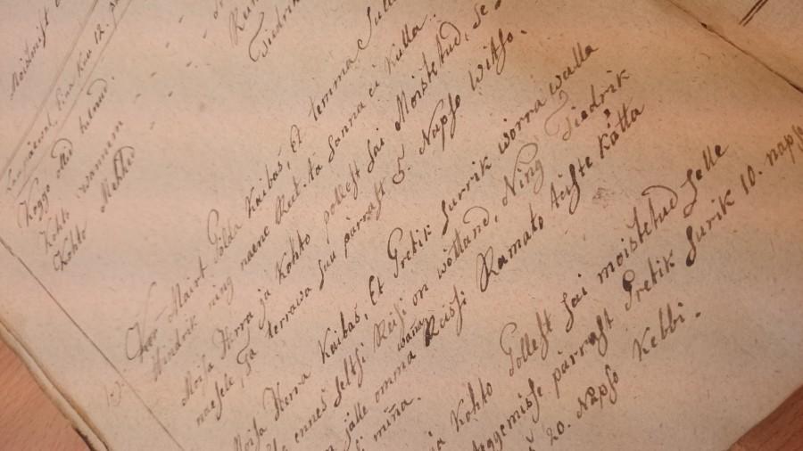 200 aastat tagasi tuli Torgu vallas kohut pidades peaasjalikult kokku puutuda üksteiselt varastamisega. Kuid oli ka peksmisi ja tulirelvadega seotud juhtumeid, kus kogukonnakohus pidi õigust mõistma. Saaremaa muuseumi kogudes olev […]