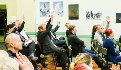 IDAOTSA ASI: Arutelu lõpus toimunud hääletamisel oli rohkem neid, kes toetasid mitme vallaga Saaremaad. IRINA MÄGI