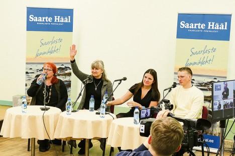 EESTKÕNELEJAD: Leisit esindas Maire Forsel (vasakul), Pöidet Marina Treima, loodavat Lääne-Harju valda ühinemisläbirääkimiste koordinaator Kadri Tillemann ja Orissaaret ettevõtja Kristjan Kana. IRINA MÄGI
