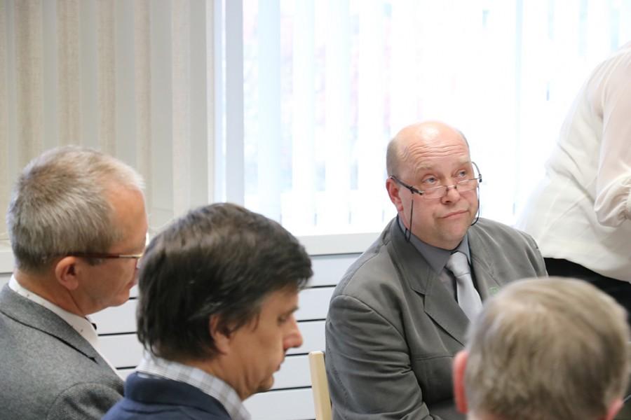 Lääne-Saare vallas viimased paar nädalat valitsenud eriarvamuste tulemina sündis valla esimene koalitsioonilepe. Sellel seisavad volikogu Reformierakonna fraktsiooni liikmete allkirjad, välja arvatud Boris Lehtjärve oma, kes nüüdseks on lahkunud ka erakonnast. […]