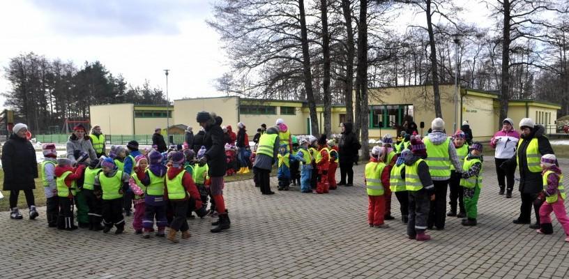 25. veebruari päikesepaistelisel hommikul toimus Kärla lasteaia õuel mudilaste talvine tantsu-mängupidu KARUSSELL.Kell 10 alustasid Kärla, Aste, Lümanda ja Kuressaare Pargi lasteaia mudilased oma peorongkäiku Kärla poe juurest. Uhkel ühisel sammul […]
