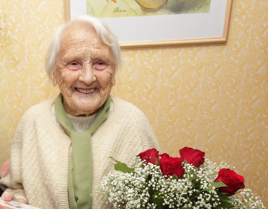 Eile tähistas üliväärikat sünnipäeva Kuressaares elav Pauline Nõulik (pildil). Proual algas 106. eluaasta. Sugulaste juures vanaduspõlve pidav Pauline tähistas sünnipäeva tagasihoidlikult pereringis ja ajalehepildile ei tikkunud. Seetõttu käis ka […]
