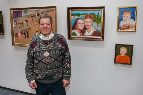 SUUR NÄITUS: Maido Toll seadis Ajamaja galeriisse üles tervelt 46 tööd. 11 maali läks üles ka Kuressaare päevakeskusesse.  MAANUS MASING