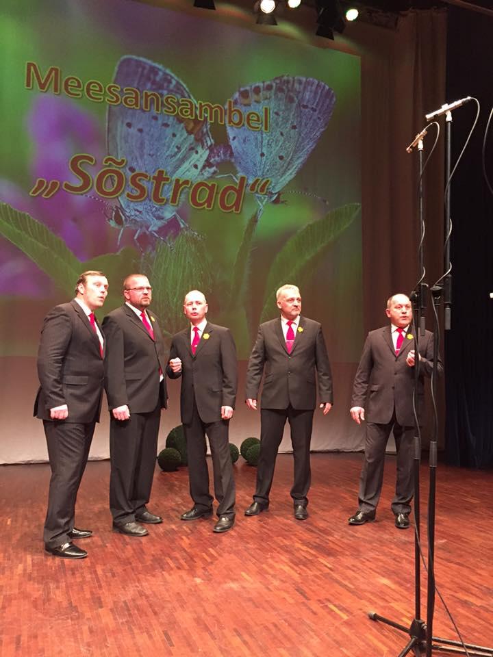 """Saaremaa meesansambel Sõstrad võitis peaauhinna laupäeval Jõhvi Kontserdimajas toimunud III Hans Hindpere nimelisel vokaalansamblite laulukonkursil """"Kõnnib kevad…"""" Sõstrad, keda juhendab Veikko Lehto, pälvis ka publiku lemmiku tiitli. Ansamblis laulavad Veikko […]"""